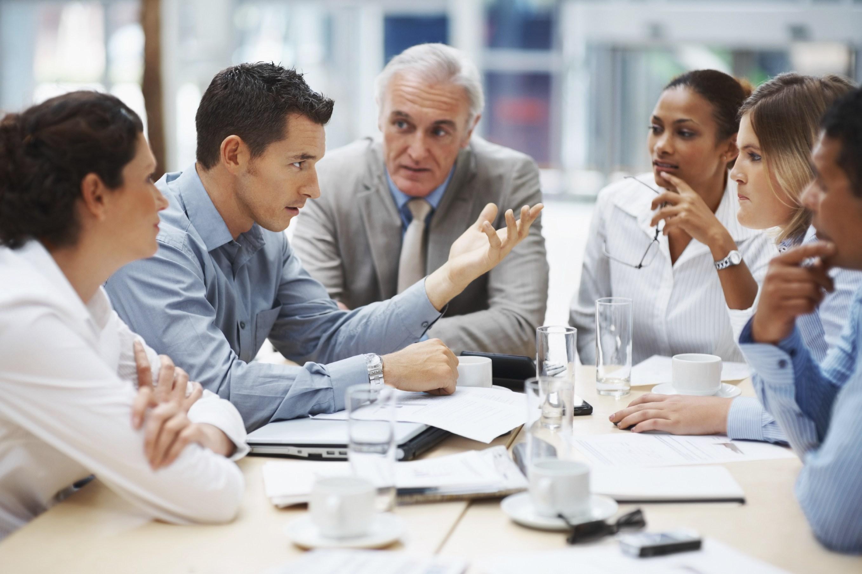 Kiểm soát mọi việc, tổ chức cuộc họp không cần thiết là cách để nhà quản lí doanh nghiệp hủy hoại nhân viên
