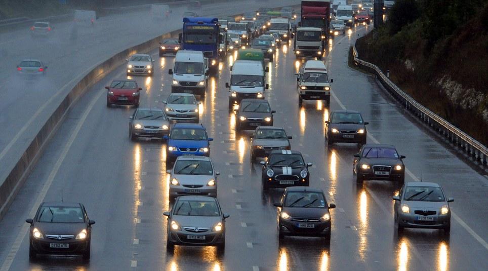 Kinh nghiệm lái xe ô tô theo đoàn đảm bảo an toàn