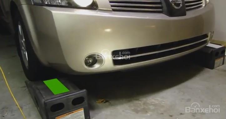 Hướng dẫn sử dụng chêm bánh xe ô tô
