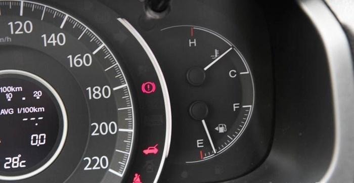 Tại sao không nên tiếp tục chạy khi ô tô còn dưới 1/4 bình xăng?