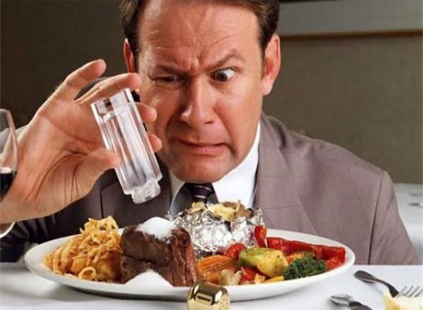 Ăn quá nhiều muối tàn phá cơ thể còn hơn say rượu