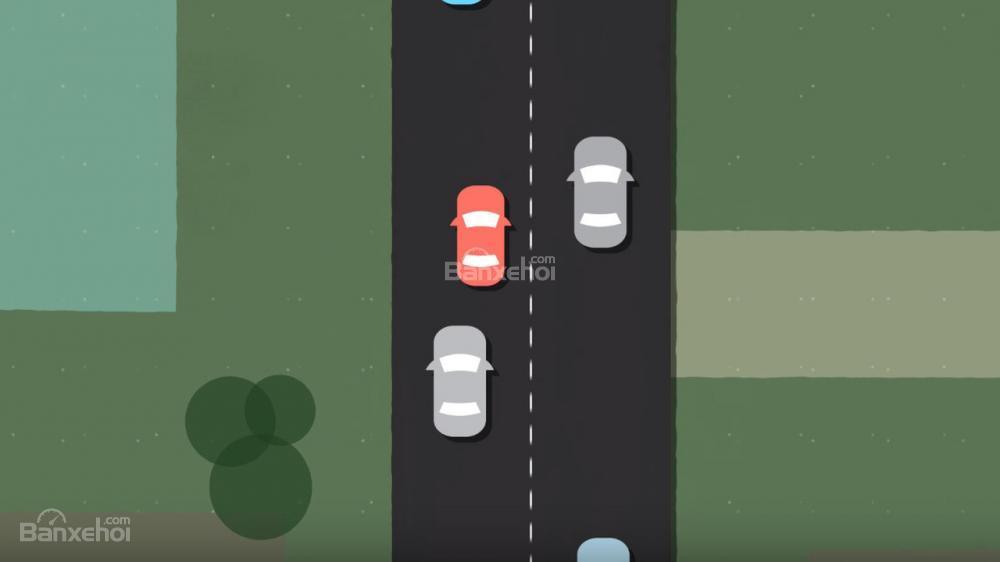 Chạy quá chậm và chuyển làn đường nguy hiểm hơn việc tăng tốc